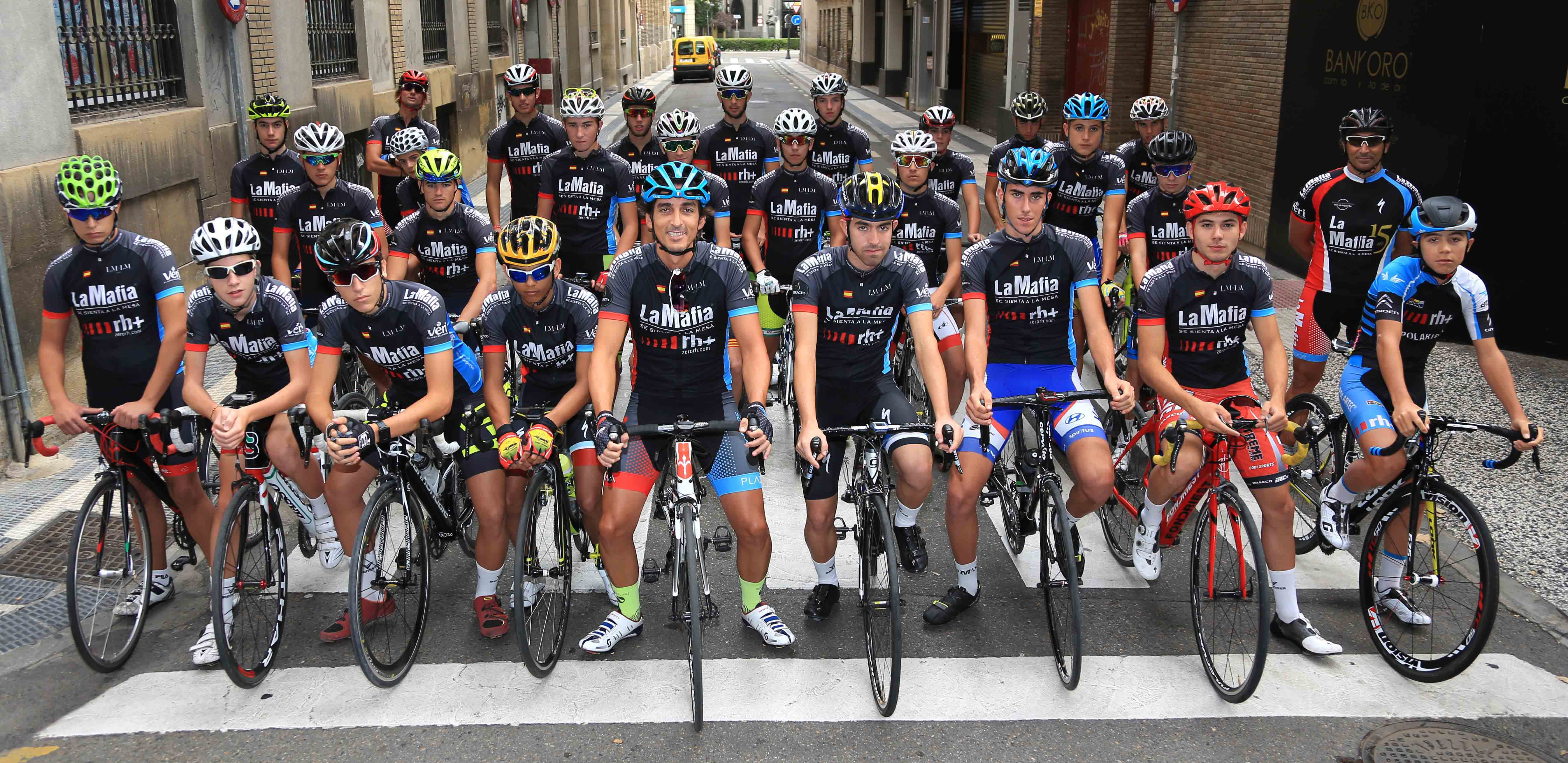 Acuerdo La Mafia 01 - Firmado el acuerdo para el avituallamiento de ciclistas de la Fundación Alberto Contador