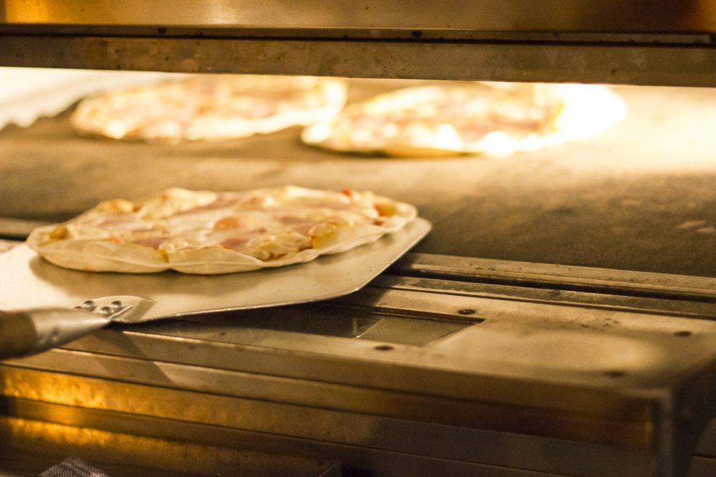 Pizza Burgos 1024x682 - Disfruta de las mejores pizzas de Burgos en La Mafia se sienta a la mesa
