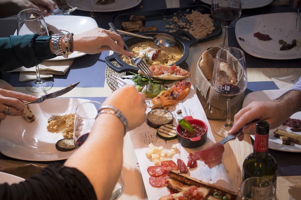 Organizar cena amigos - ¿Dónde organizar una cena de amigos memorable?
