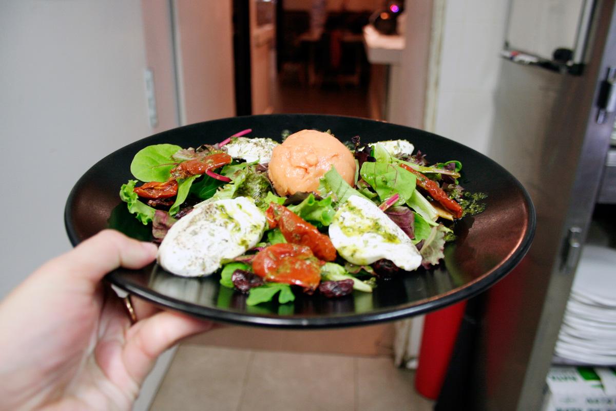 La ensalada Burrata e Gelato de La Mafia se sienta a la mesa - Verde que te quiero verde: las ensaladas de La Mafia se sienta a la mesa