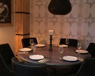 La Mafia se sienta a la mesa en Cáceres 1 400x320 - Nuestro restaurante en Cáceres, perfecta simbiosis entre tradición y modernidad