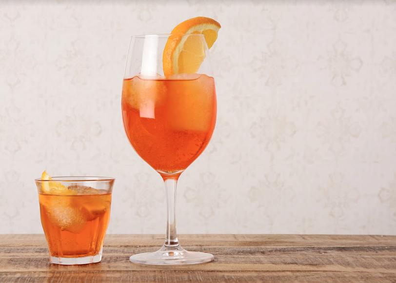 Spritz todo el sabor del aperitivo italiano 1 - Club La Mafia Lounge, el broche de oro para tu jornada laboral
