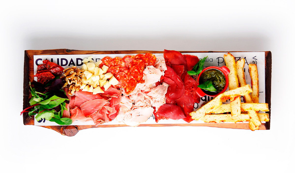 Tabla embutidos Toscana de La Mafia se sienta a la mesa - Bresaola, el embutido italiano procedente de carne de ternera