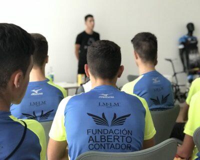 DKY7piJWAAEiRPb 400x320 - 28 ciclistas asistieron en Zaragoza al quinto Campus de Selección 'La Mafia se sienta a la mesa'