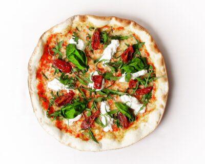 Pizza Burrata de La Mafia se sienta a la mesa 400x320 - Burrata, un delicioso queso italiano que recuerda a la mantequilla