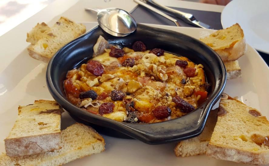 Provolone gratinado de La Mafia se sienta a a la mesa - Provolone, el queso más popular del sur de Italia