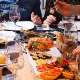 Disfruta tu cena de empresa en La Mafia se sienta a la mesa