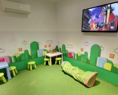 lamafia kq0B 624x385@Diario Sur 400x320 - 12 sitios donde comer en Málaga mientras los niños juegan