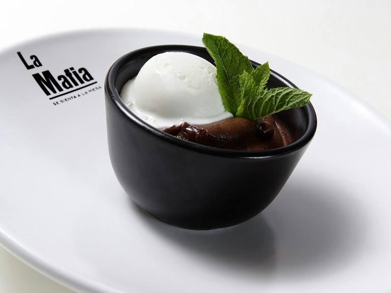 Coulant de chocolate de La Mafia se sienta a la mesa - Coulant de chocolate, deliciosa combinación de texturas y temperaturas