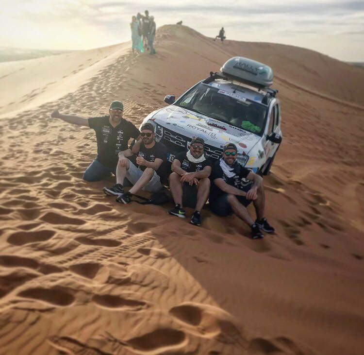 Cuatro sevillanos participan en el Rally Solidario Marruecos, patrocinados por La Mafia se sienta a la mesa