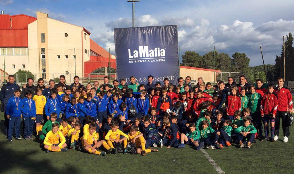 Torneo-Alevin-Futbol-11-La-Mafia-se-sienta-a-la-mesa---Foto-familia