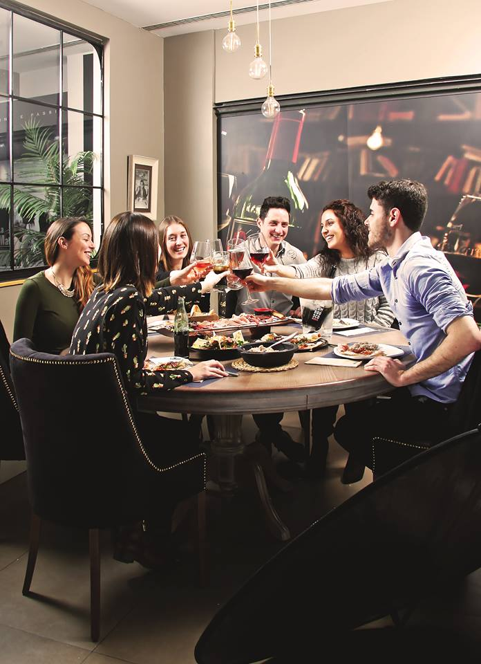 Salir a cenar y otros planes que hacen de un viernes un for Q hacer de cenar hoy