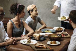 Ingredientes esenciales para crear una nueva carta en un restaurante