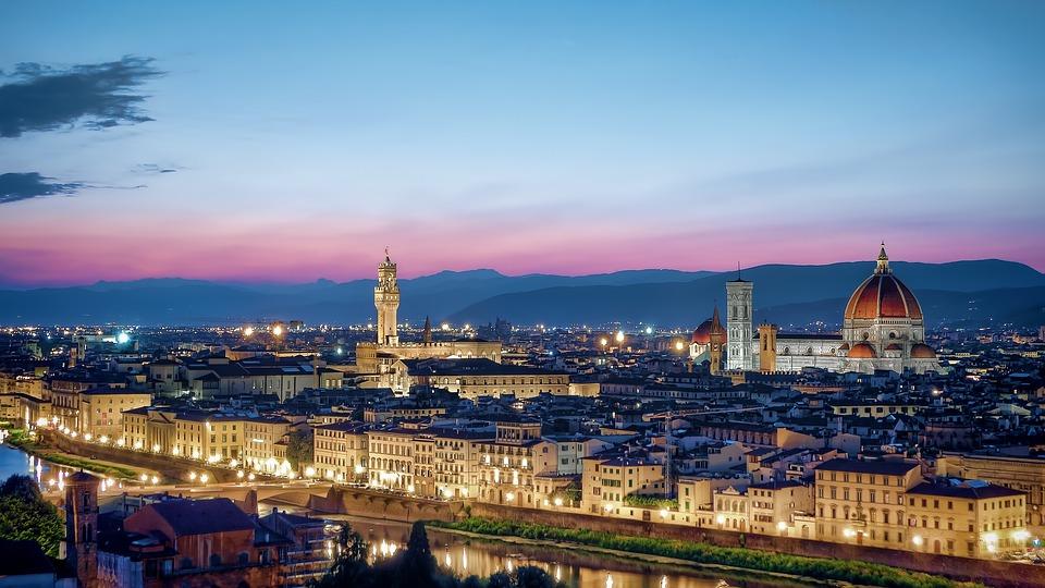 Maletas casi listas para viajar a Florencia 1 - Maletas casi listas para viajar a Florencia con 'La Mafia se sienta a la mesa' y 'Coca Cola'