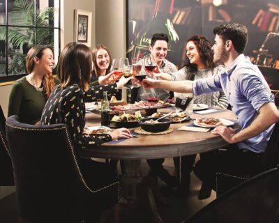 No dejes para el fin de semana lo que puedas hace entre semana 2 400x320 - Los clientes de 'La Mafia se sienta a la mesa' ya pueden reservar sin salir de Google