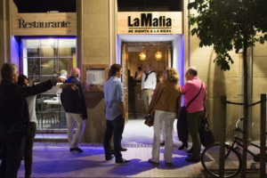 La Mafia, en pleno centro de Huelva y buscando personal