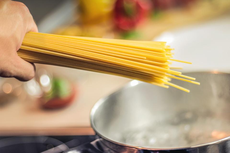 medir cantidad de pasta por persona - Esta es la cantidad de pasta italiana que se cocina por persona