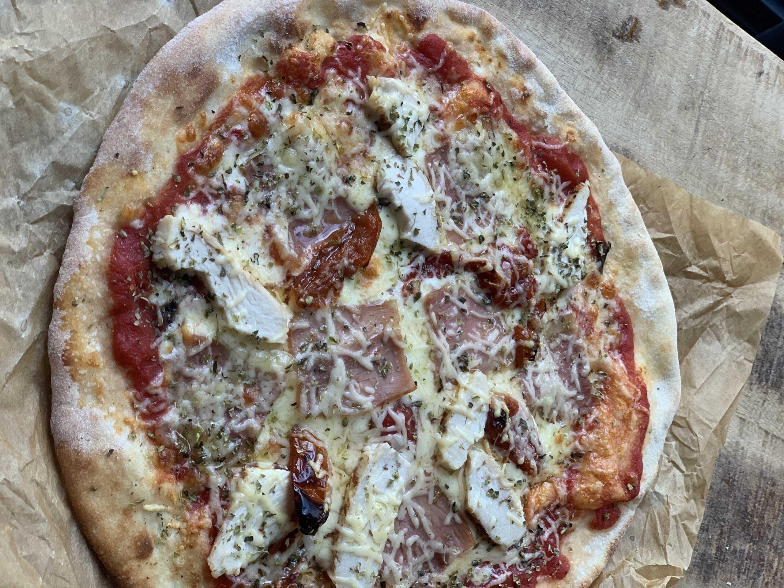 08 0071 Pizza Pollo Braseado CENITAL 02 scaled - ¿Cuántos tipos de queso mozzarella hay y cuándo se usan?