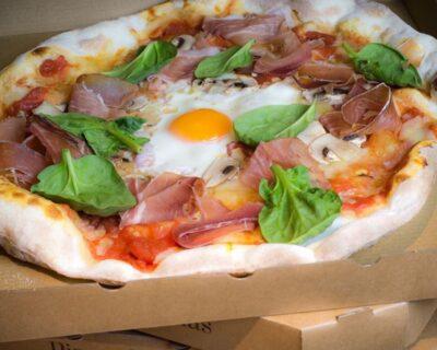 pedir pizza para llevar 400x320 - ¿Es verdad que nos apetece más pizza tras volver de fiesta?