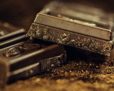 comer chocolate es saludable 400x320 - Tres alimentos con mala fama y que son saludables