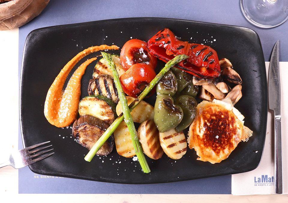 antipasti saludable  restaurante italiano - Tres platos saludables para disfrutar del antipasti en un restaurante italiano.