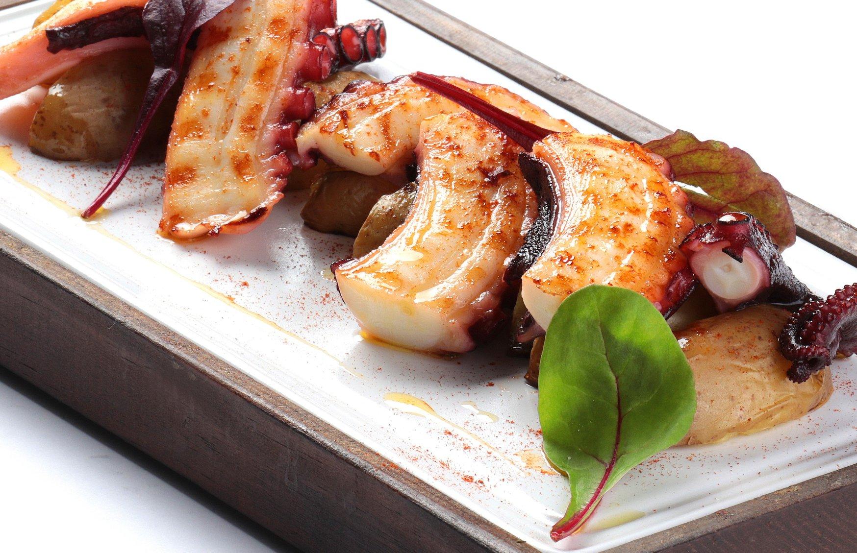 antipasti  cocina italiana  pulpo - Tres platos saludables para disfrutar del antipasti en un restaurante italiano.