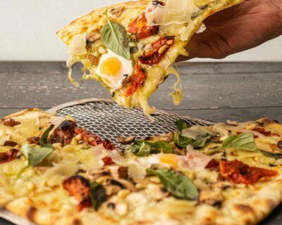 pizza para llevar 400x320 - Platos para pedir a domicilio con los que siempre acertarás