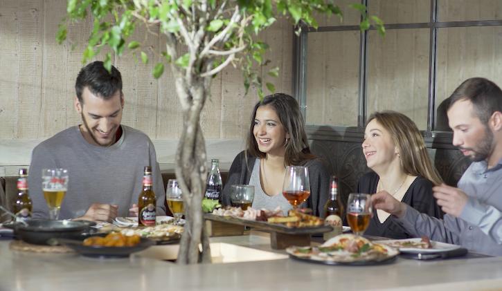 reservar mesa restaurante italiano - Ya puedes reservar en 'La Mafia se sienta a la mesa'