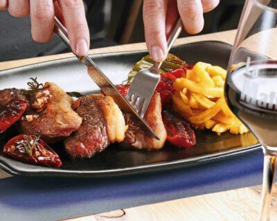 salir a cenar  delicioso plato de carne 400x320 - Dos platos de carne para una cena de 10