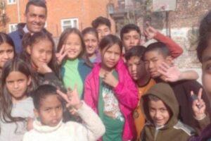 La Mafia ayuda a la escolarización de 500 niños en Nepal