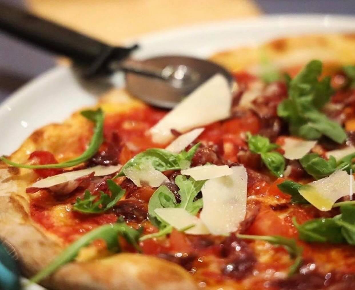pizza base tomate - Tres alimentos que te ayudan a sentirte feliz