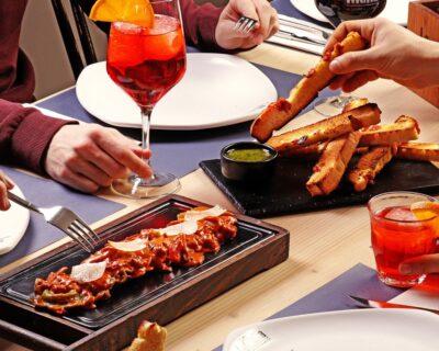 comer italiano 400x320 - Expresiones italianas relacionadas con la comida que tienes que conocer (I)