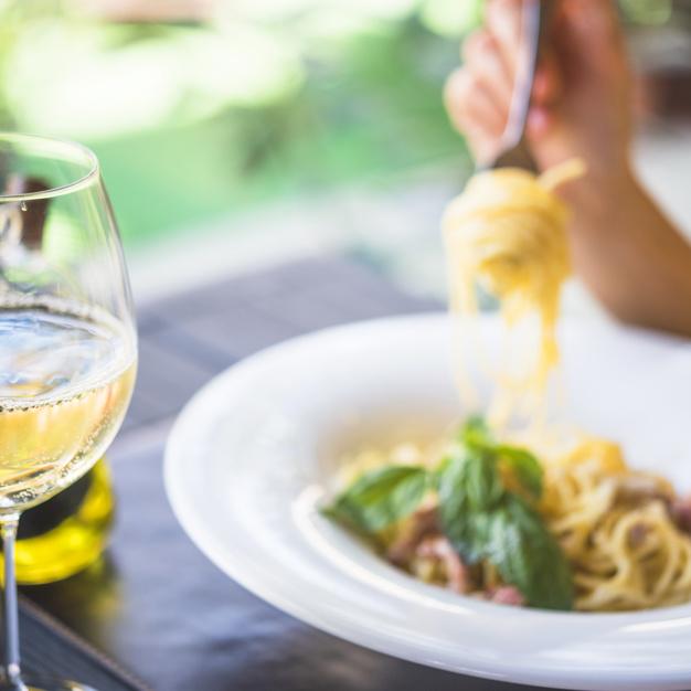 vino para maridar con pasta y salsa blanca - ¿Qué vinos pedir para acompañar tus platos de pasta y salsa blanca?
